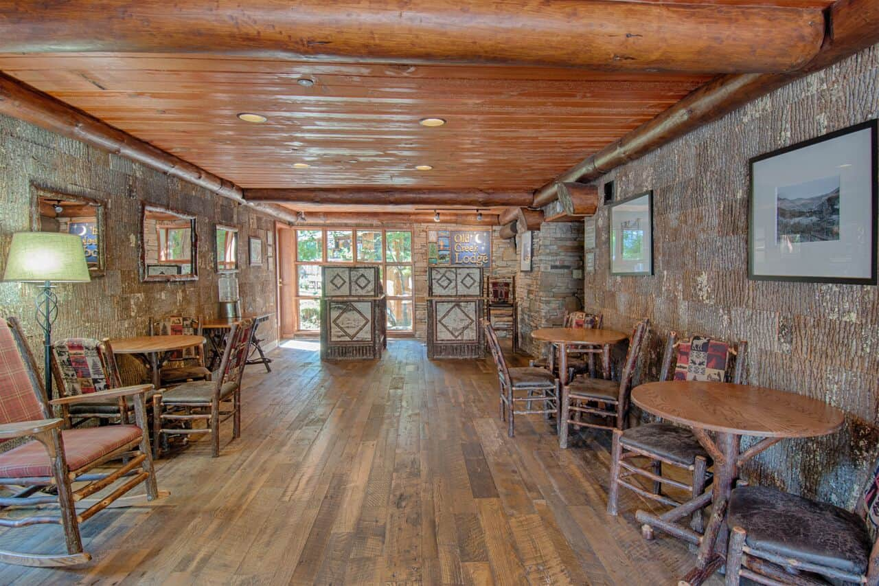 Dining area in Old Creek Lodge