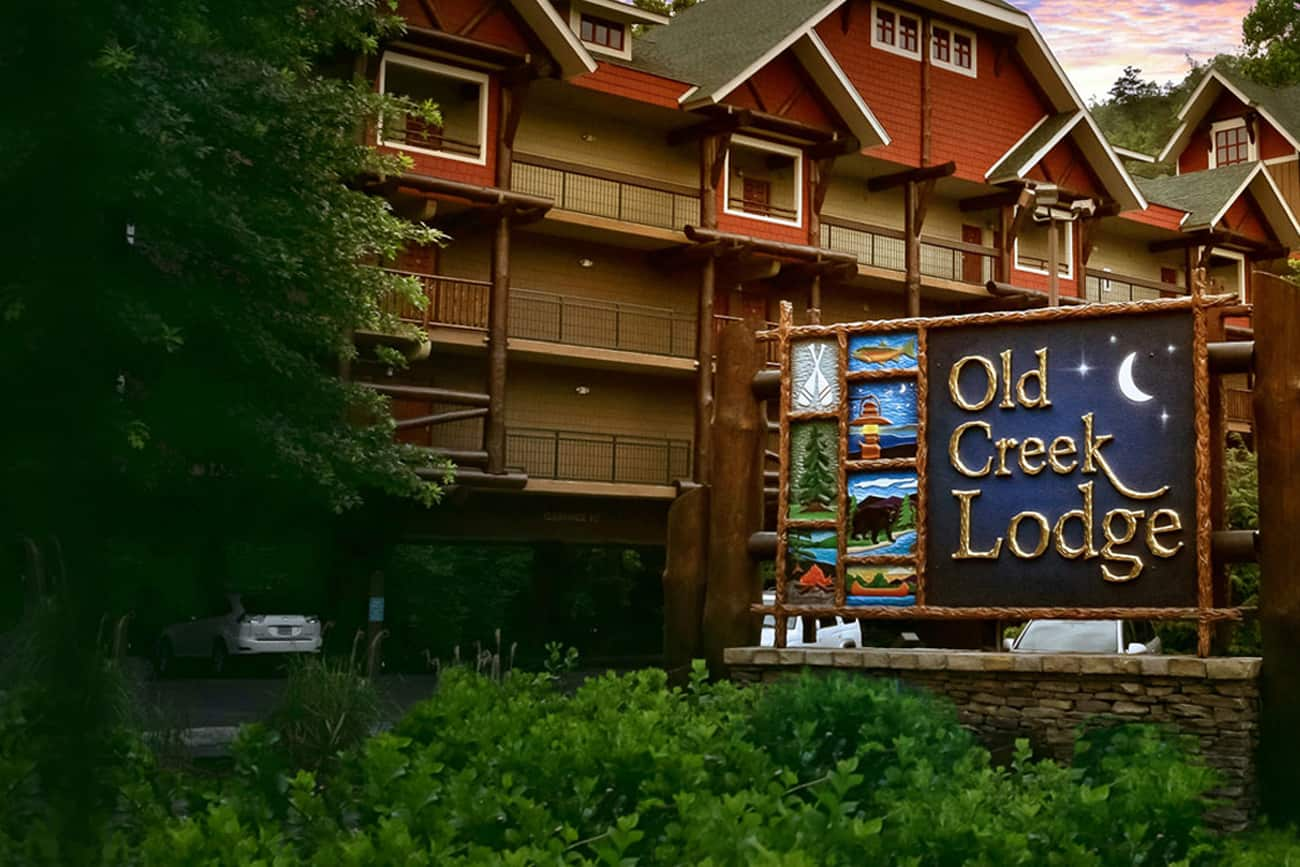 Downtown Gatlinburg Hotel on the River | Old Creek Lodge on