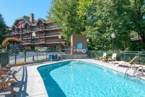 outdoor pool at gatlinburg hotel